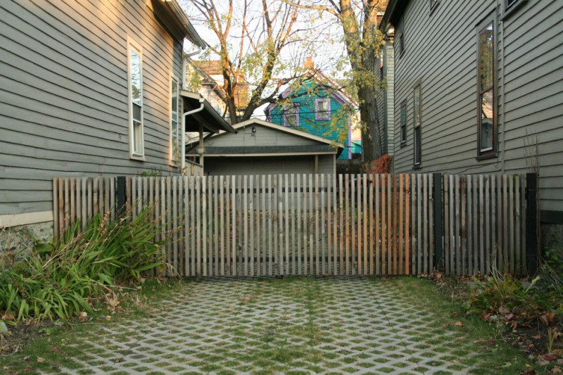 shabby and old look wood fencing and gate idea for traditional landscaping idea