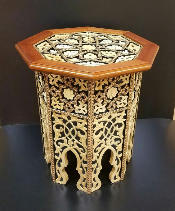 Moroccan coffee table with 3D inlay details in gold