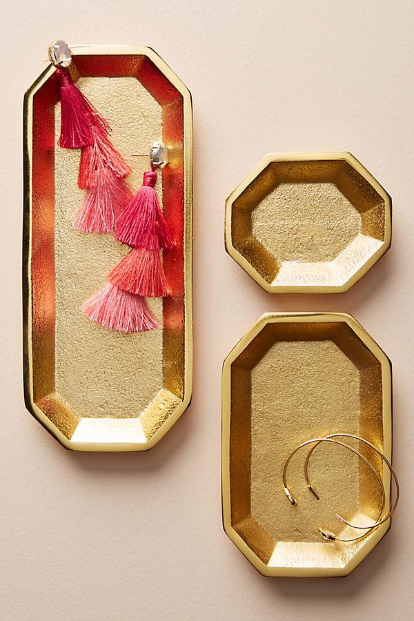 geometrical trays in gold finishing