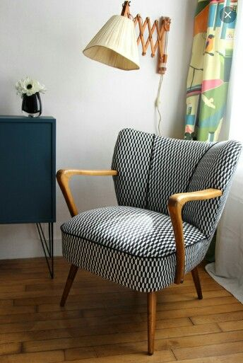 mid century modern chair with monochrome charm