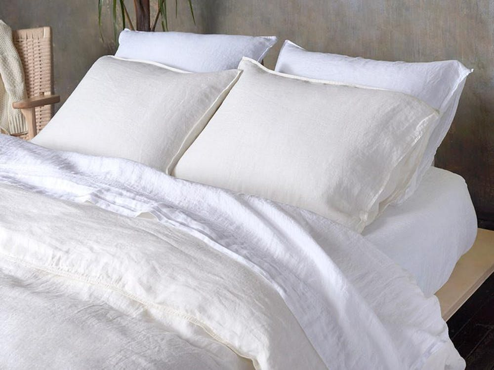 crisp white bed linen idea