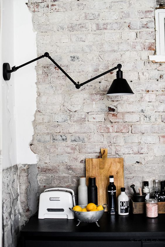 task lighting fixture in black