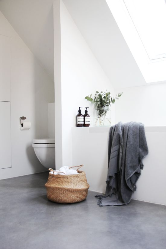 woven storage unit gray towel white toilet built in bathtub in white
