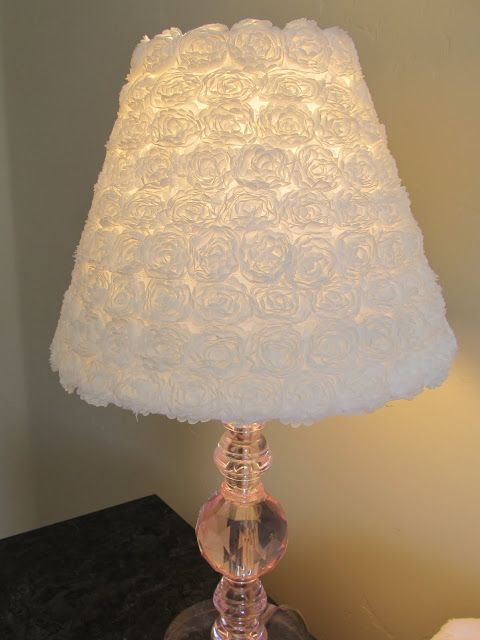 shabby chic DIY table lamp made of roll of white fabric pieces lampshade