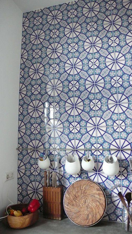geometric tiled backsplash in white and blue