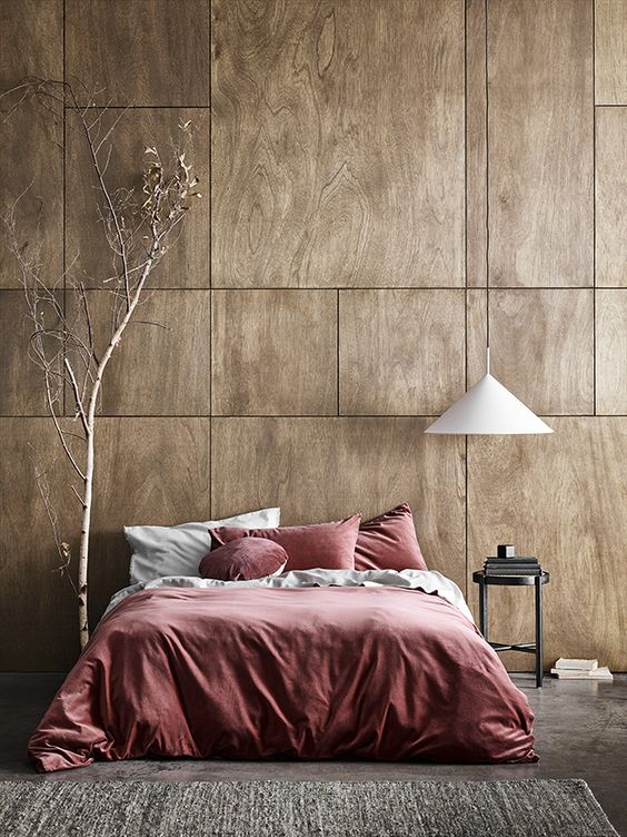 modern bedroom design bold duvet cover and pillows dramatic dried house plant hanging bedroom lamp with white lampshade gray rug