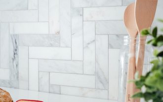 step ladder patterned subway tile backsplash