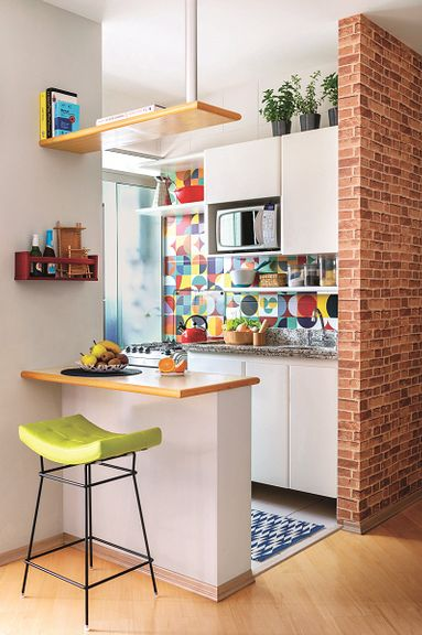 kitchen design with tiny breakfast nook