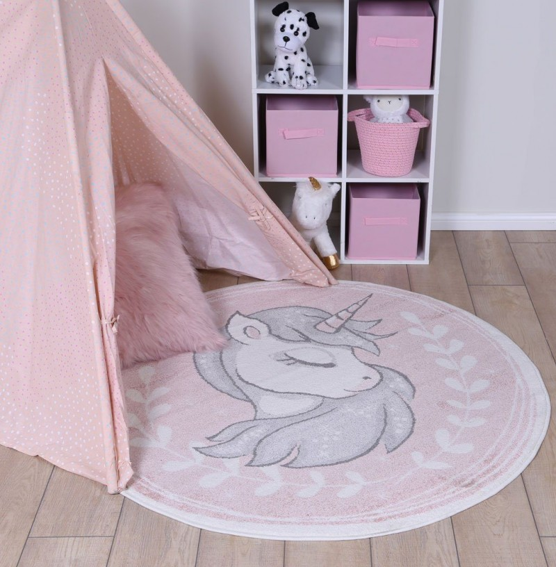 round kids rug with unicorn
