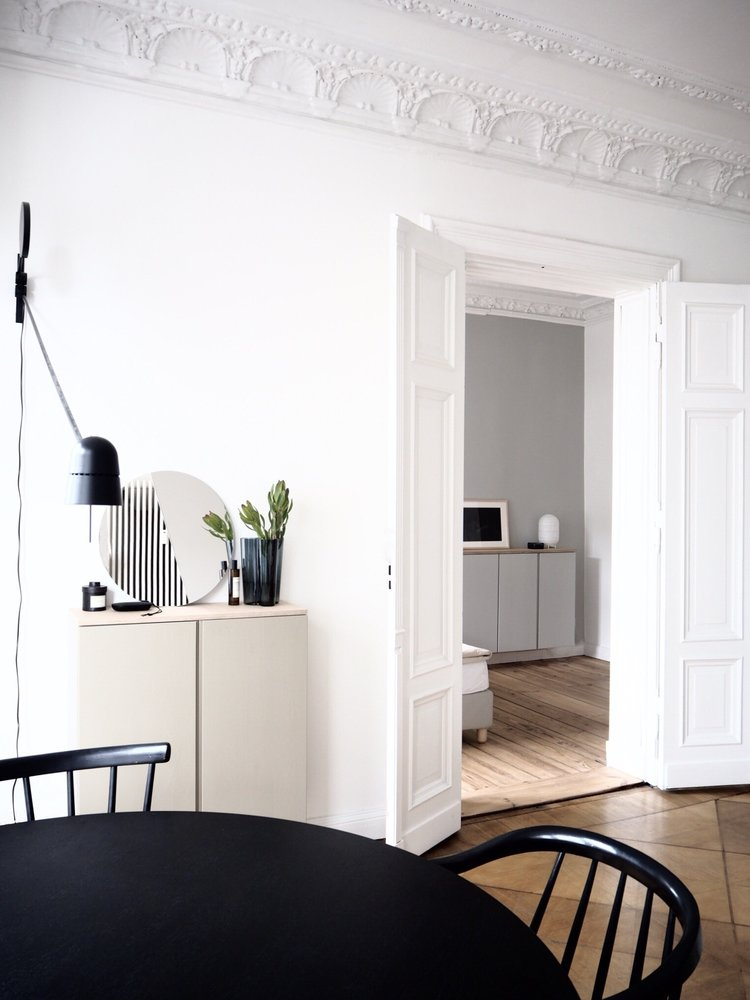 crafty cornice in white two way door in white parquet floors round shaped dining table in black black dining chairs